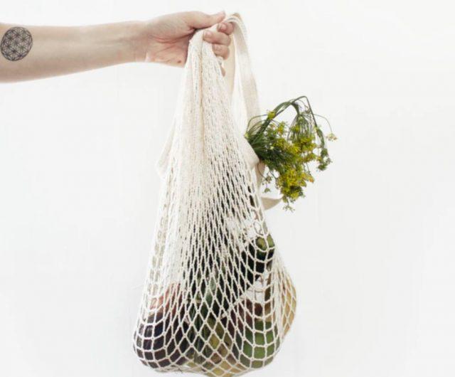 bolsas ecológicas, dinero, finanzas personales, productos son cargados en una bolsa ecológica (Imagen: Unsplash)
