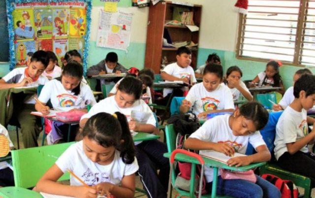 Este apoyo económico se otorga a menores que cursen preescolar, primaria, secundaria y Centros de Atención Múltiple