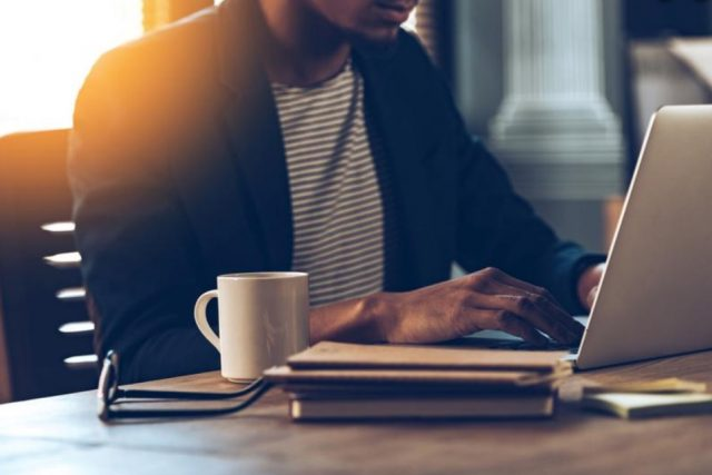 6 de enero de 2020, trabajo, empresas, profesionista frente a una computadora (Imagen: Especial)