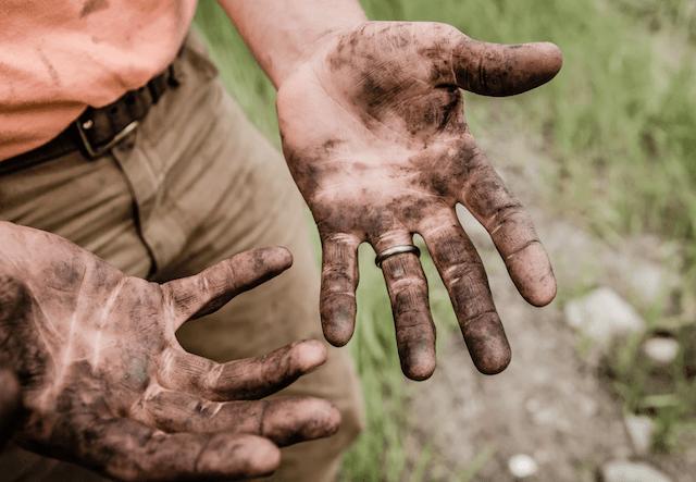10 de febrero de 2020, trabajo, pesado, manos, sucias