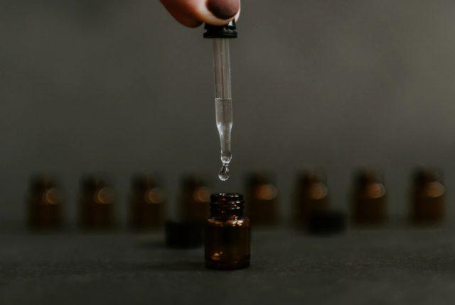7 de febrero de 2020, un frasco gotero (Imagen: Unsplash)