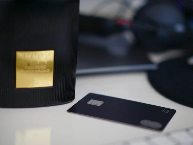 25 de febrero de 2020, computadora y tarjeta de crédito (Imagen: Unsplash)