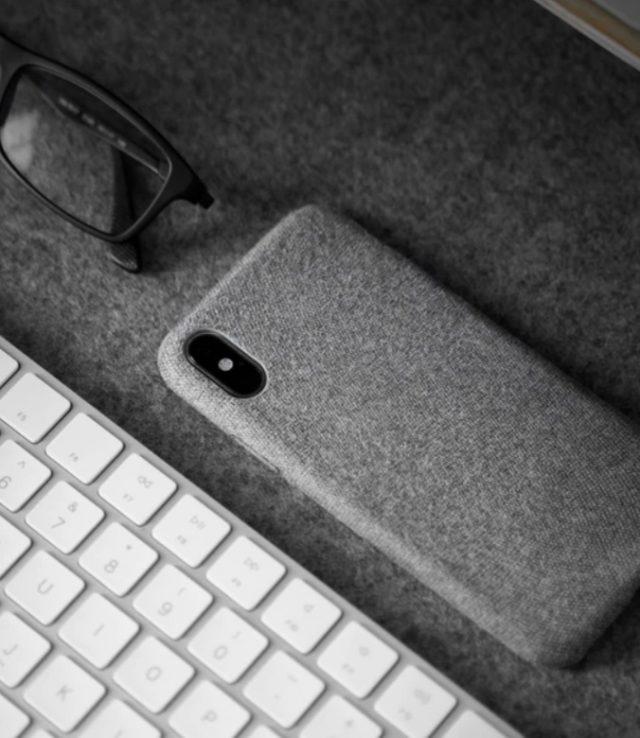 7 de febrero de 2020, un teclado y lentes preparados para trabajar en casa (Imagen: unsplash)