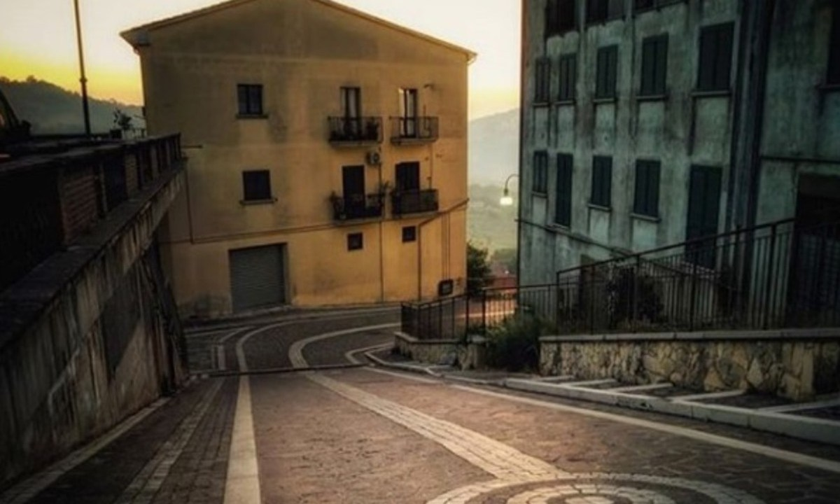 20 de febrero de 2020, construcciones en Teora, Italia (Imagen: Instagram @irpiniaonline)