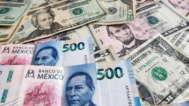 10 de marzo de 2020, billetes mexicanos y dólares estadounidenses (Imagen: Twitter: @RTepeaca)