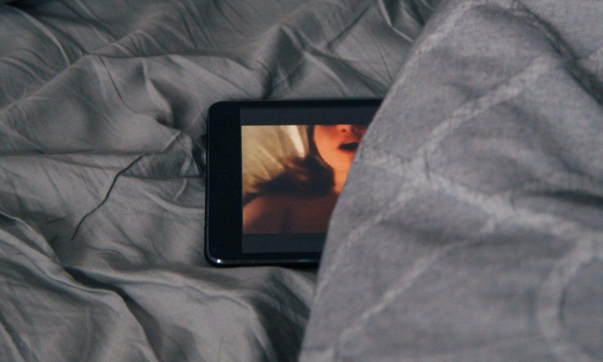 13 de marzo de 2020, momento erótico de un video porno en internet (Imagen: Unsplash)