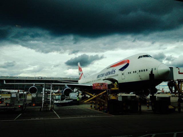 Avión en pista de aterrizaje (Imagen: Unsplash)