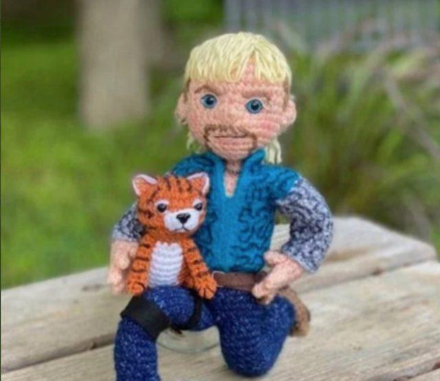 Joe Exotic de Tiger King (Imagen: Etsy   craftyiscoolcrochet)