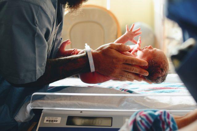Nacimiento de un bebé (Imagen: Unsplash)