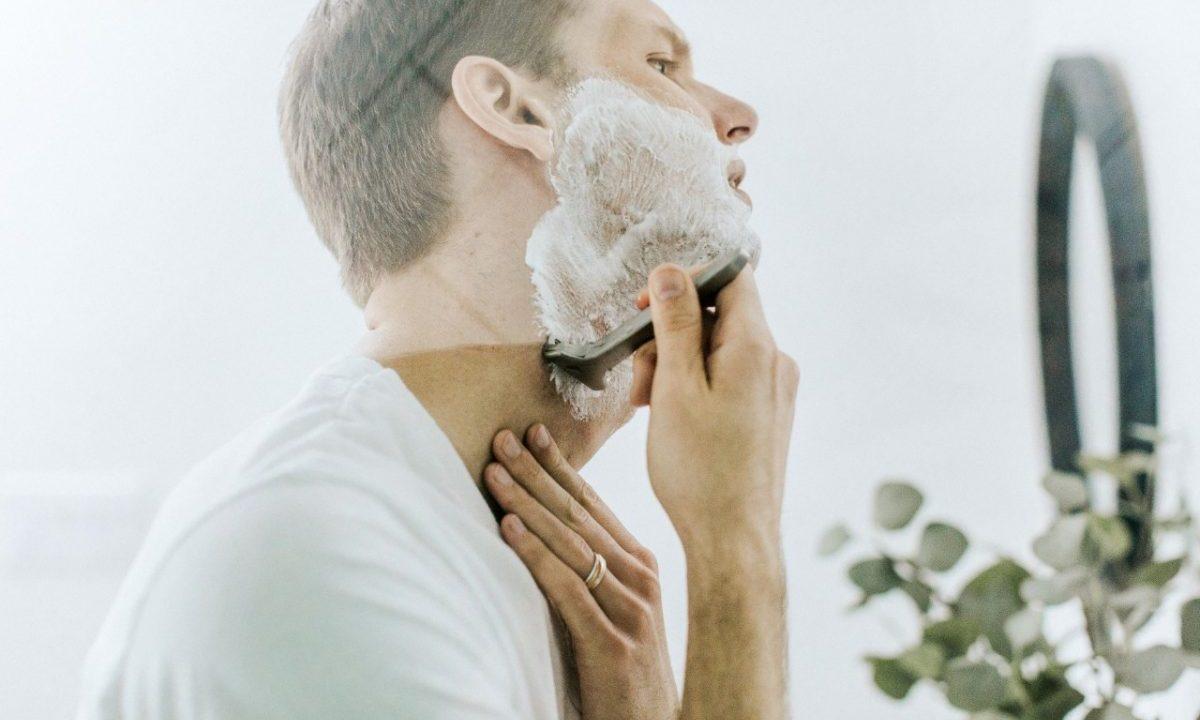 Rasurarse barba por Covid-19 en el trabajo (Imagen: Unsplash)