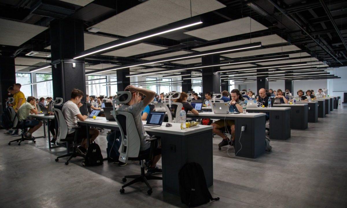 Trabajadores en una oficina (Imagen: Unsplash)