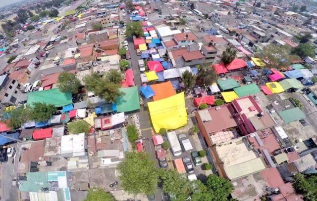 Vista aérea de un tianguis (Imagen: Twitter @efrenarguelles)