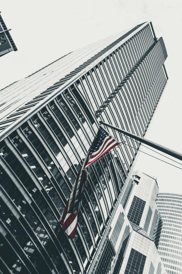 Bandera en edificios de EU (Imagen: Unsplash)