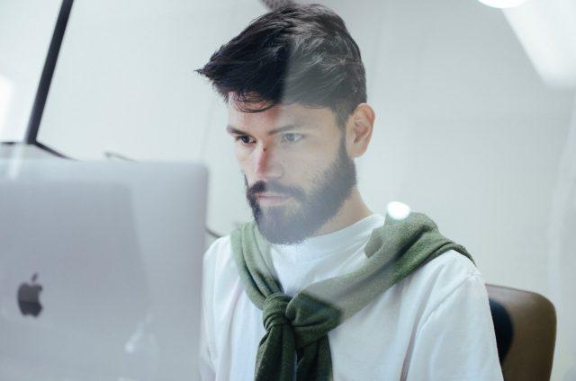 Uso de barba en el trabajo (Imagen: Unsplash)