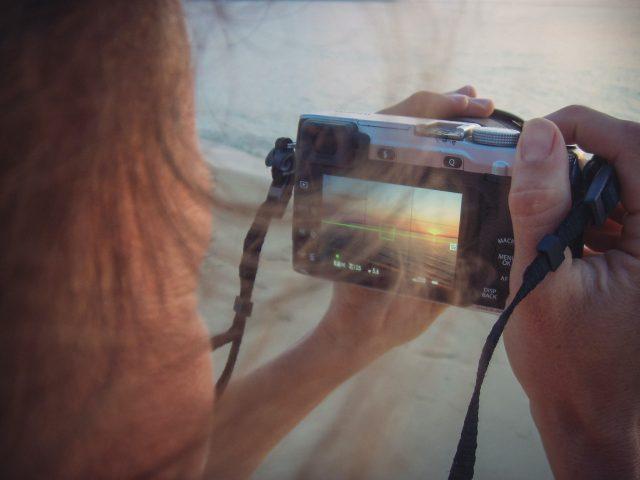 Ganar dinero por tomar fotografías (Imagen: Unsplash)
