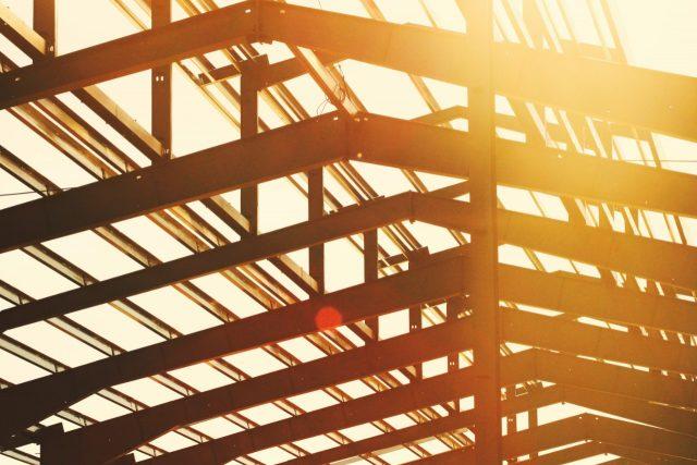 Construir con acero (Imagen: Unsplash)