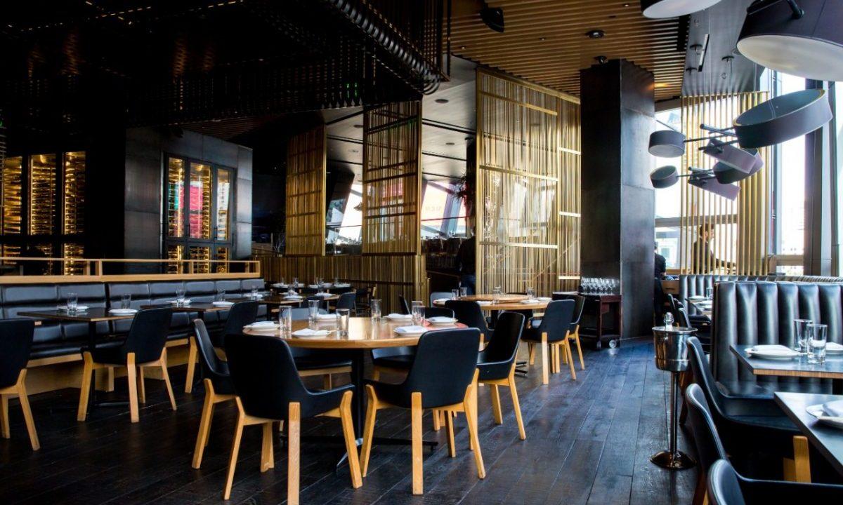 Sillas de restaurante (Imagen: Unsplash)