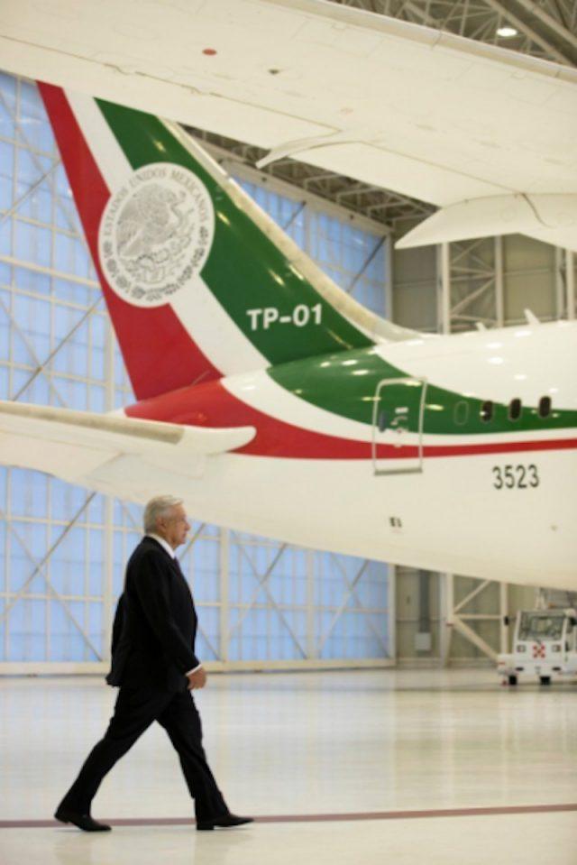 Avión presidencial y AMLO (Imagen: Twitter @horacioduarteo)