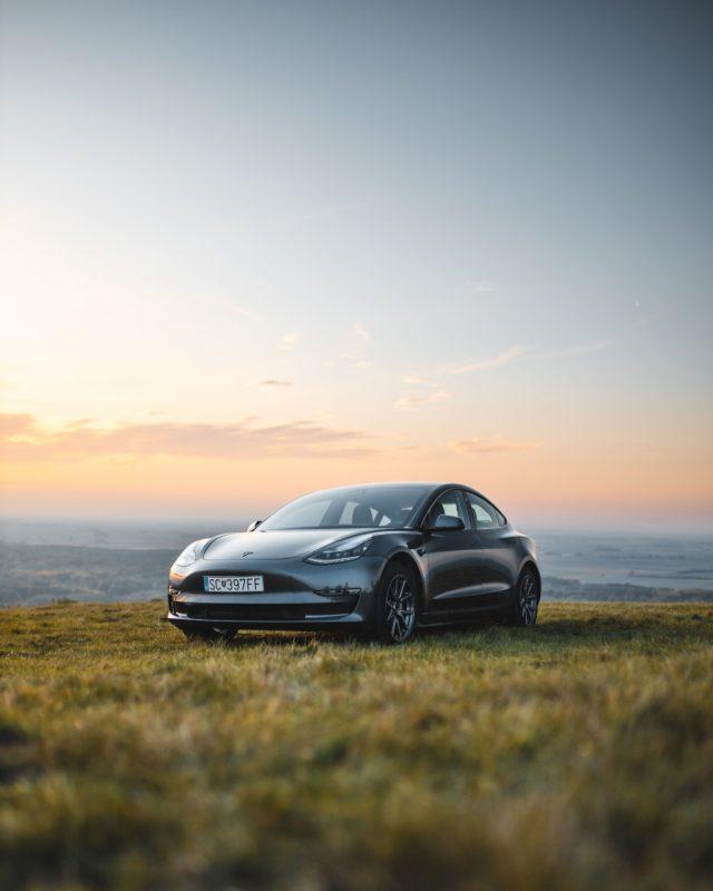 Carro Tesla (Imagen: Unsplash)
