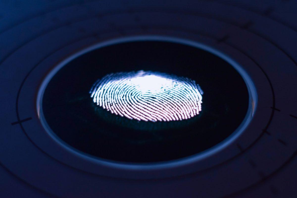 Autenticación biométrica con huella dactilar (Imagen: Unsplash)