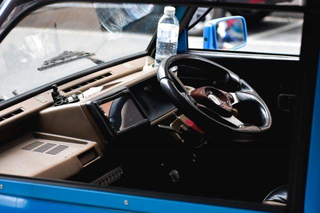 Puerta de un carro al perder las llaves (Imagen: Unsplash)