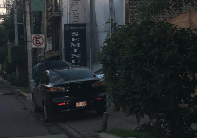Estacionamiento calle (Imagen: Twitter @JavCampos13)