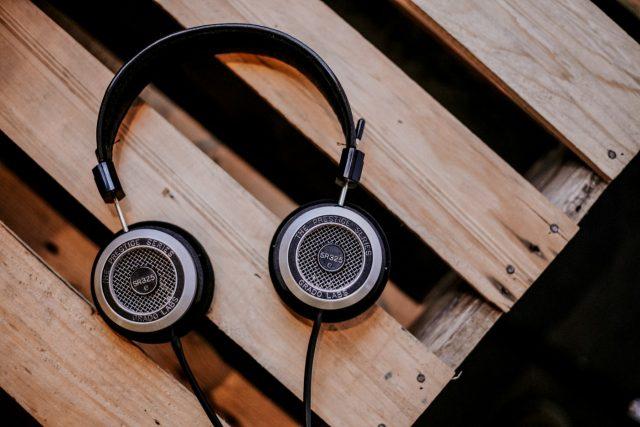 Audífonos para el trabajo (Imagen: Unsplash)