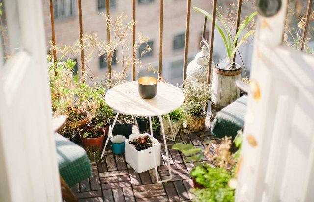 Balcón en casa (Imagen: Unsplash)