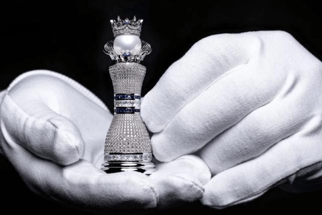 Lujos en ajedrez (Imagen: colinburnjewelryart)