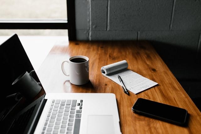 ¿Entrevista de trabajo en línea? Tips para no morir en el intento