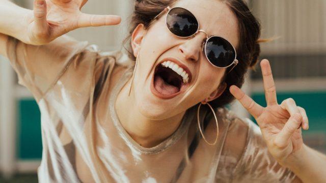 Mujer con felicidad (Imagen: Unsplash)