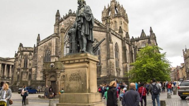 Adam smith estatua