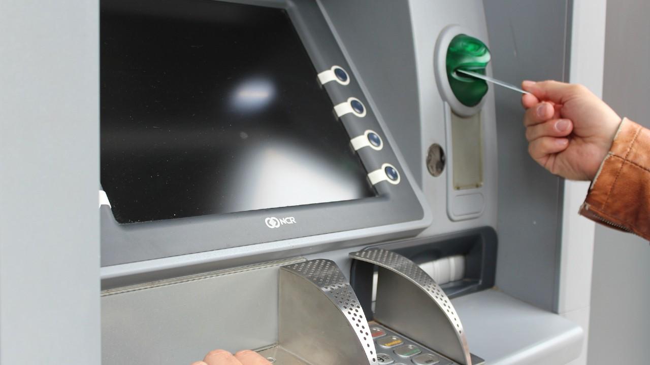 Comisión por sacar dinero en un cajero que no es de tu banco