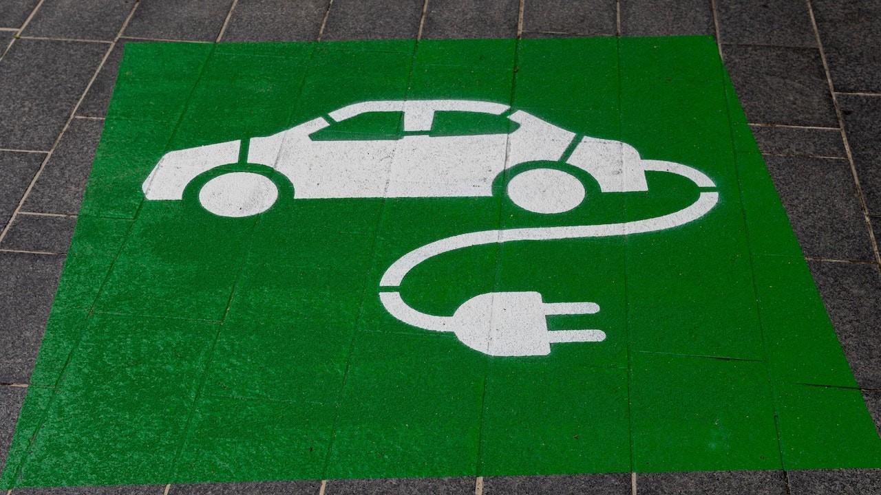 Auto eléctrico (Imagen: Unsplash)