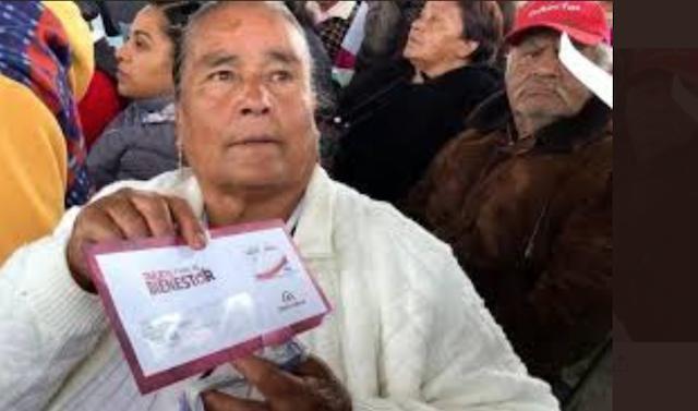 Beneficiaria tarjeta Bienestar adultos mayores (Imagen: Twitter @GobCDMX)