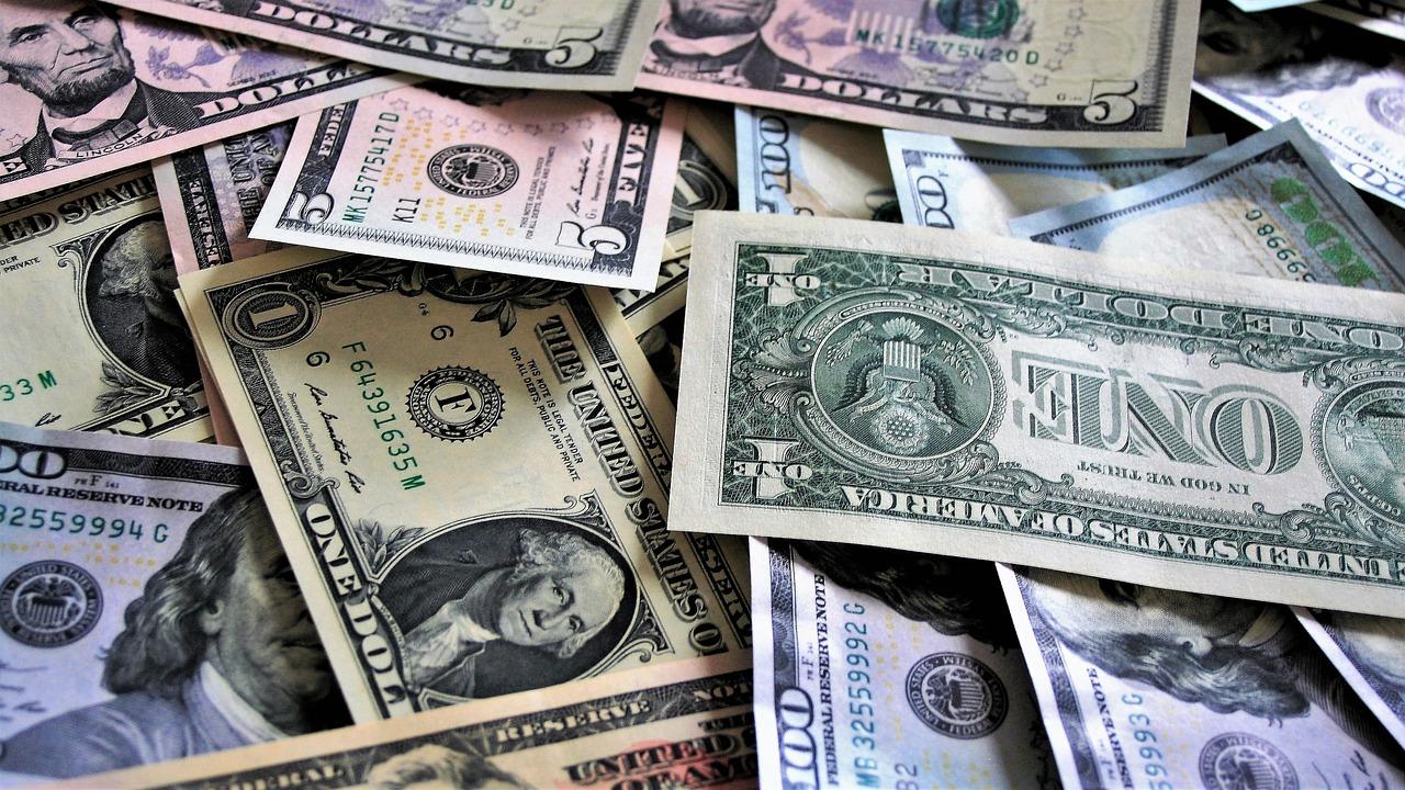 pila de dólares, precio del dólar, dólar hoy