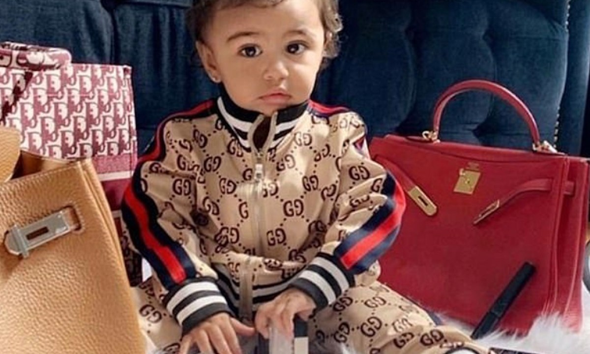 Niña vestida con ropa de diseñador (Imagen: Instagram stela_felix06)