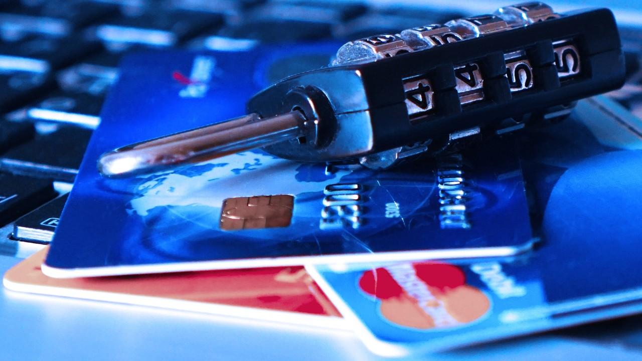 Ponle candado a tu tarjeta de crédito o débito si sufriste de clonación