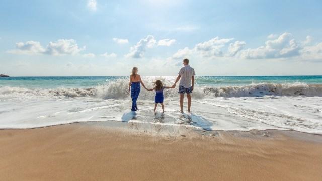 Puentes y asuetos de noviembre para escaparse a la playa en familia