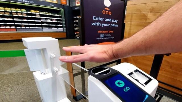 Pagar con palma de la mano (Imagen: Todd Bishop)