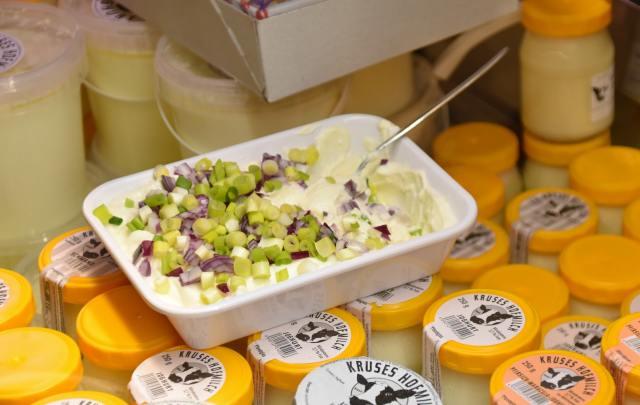 Gobierno prohíbe venta de algunos quesos y yogures
