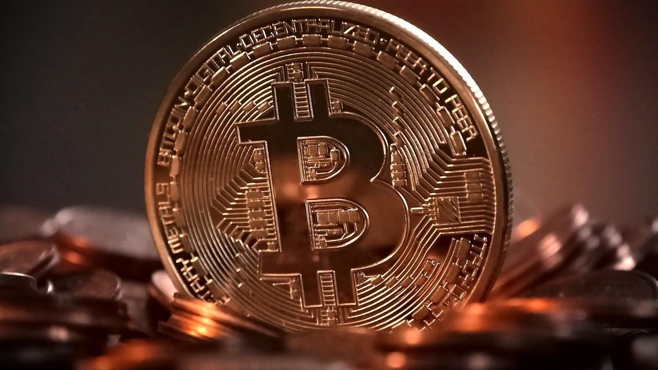 Bitcoin se desploma por más del 10%