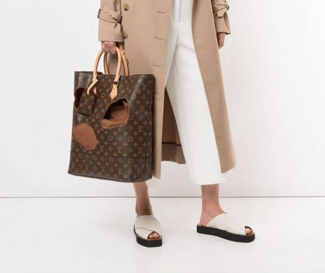 Bolso Louis Vuitton con agujeros (Imagen: farfetch.com)