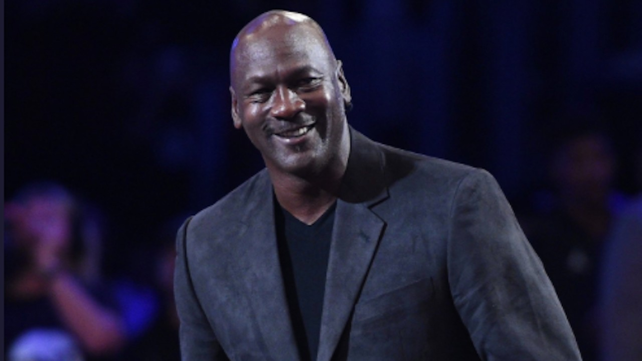 Michael Jordan realiza donación (Imagen: Twitter @Pasion_Basket1)