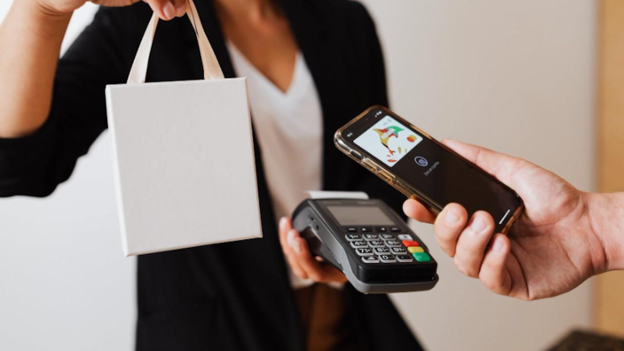 Pago y compras con app de tarjeta de crédito (Imagen: pexels)