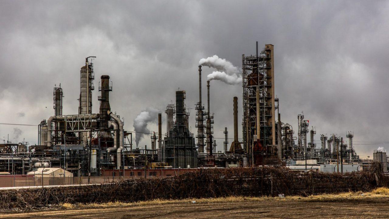 Permisos para operar gasolineras en México, detenidos