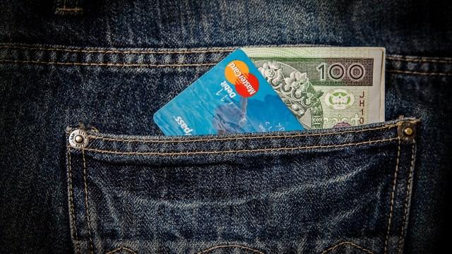 ¿Cuál es la diferencia entre una tarjeta de crédito y una de débito?
