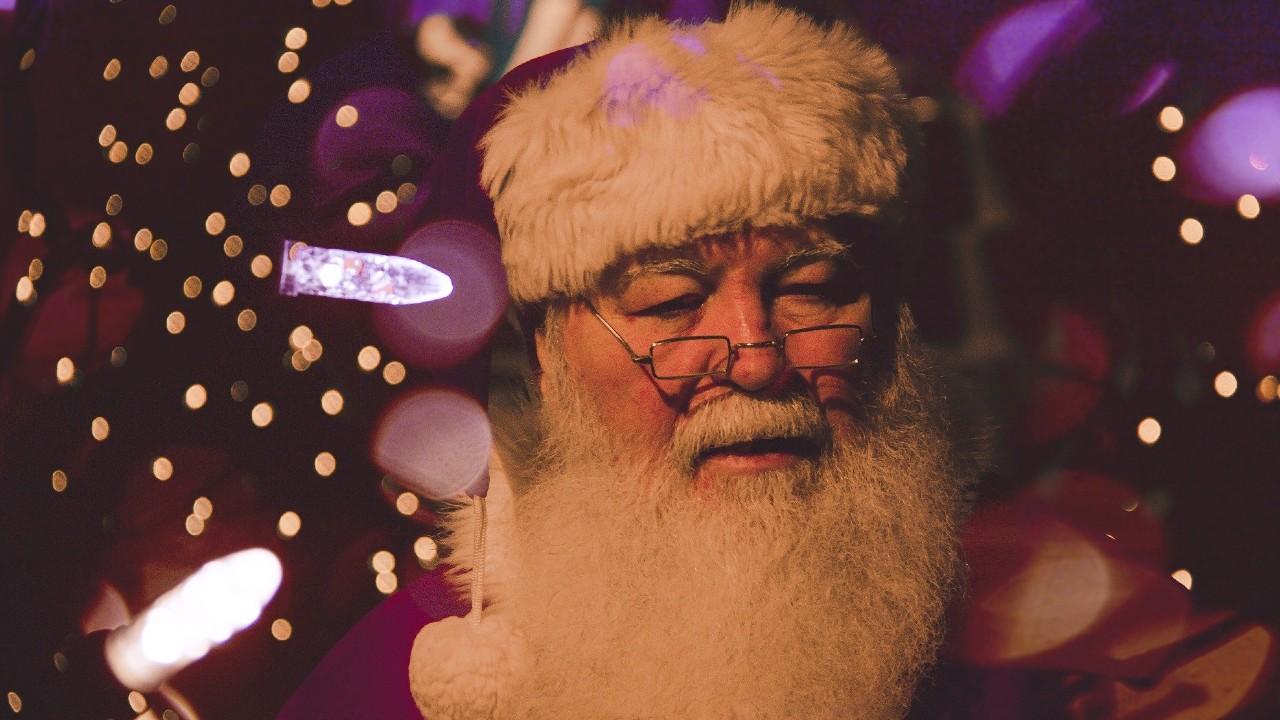 Acusan de extorsión a Santa Claus