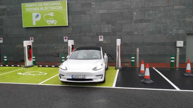Autos eléctricos (Imagen: Twitter @luis_anxo)