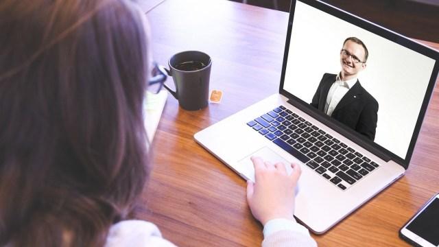 Entrevista de trabajo con la videollamada (Imagen: pixabay)